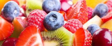 La spesa di giugno. Estate in arrivo con ampia scelta di frutti dolci, succosi e molto colorati.